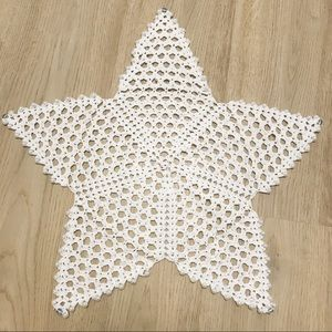 Star crochet table placemat with pearls